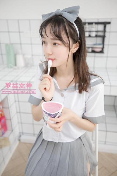 【丝足福利】梦丝女神玥玥-白色丝袜空间(81P+1V)